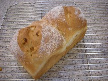 Pain au maïs et Soupe à l\'oignon  とうもろこしのパンとオニオングラタンスープ _f0121752_143355.jpg