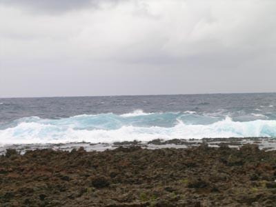 久米島 波とクジラ_f0108797_15475030.jpg