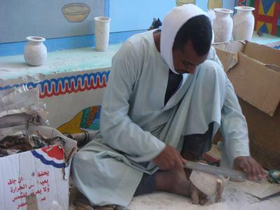 エジプトのルクソーで工芸品工場を訪ねて_d0100880_4424720.jpg
