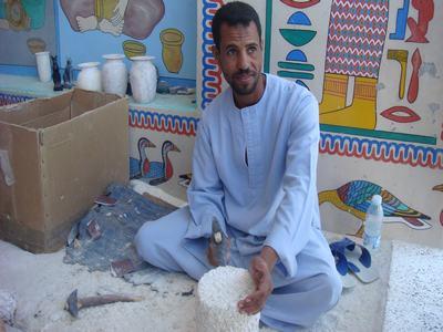エジプトのルクソーで工芸品工場を訪ねて_d0100880_44354.jpg
