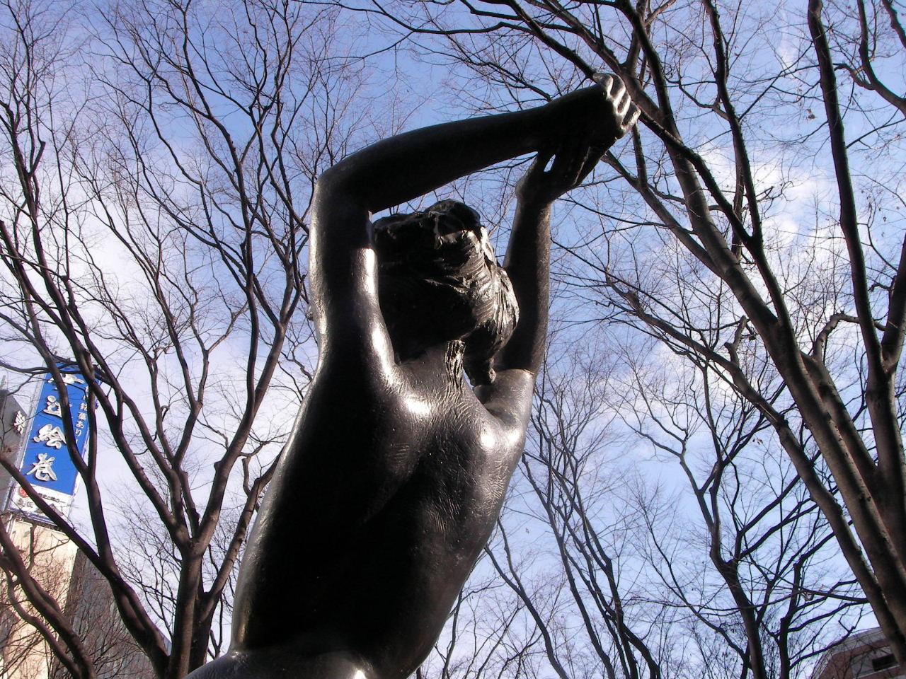 定禅寺通の冬のケヤキ並木と彫刻_f0100593_1941784.jpg