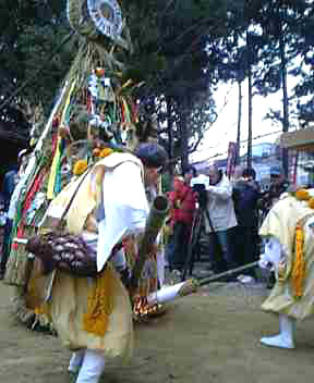 新熊野(いまくまの)神社 左義長祭_e0048413_2072236.jpg