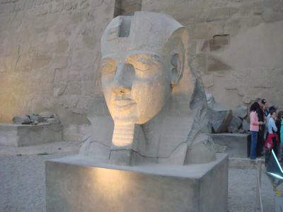 最後に訪ねたルクソール神殿(Luxor Temple)_d0100880_223554100.jpg