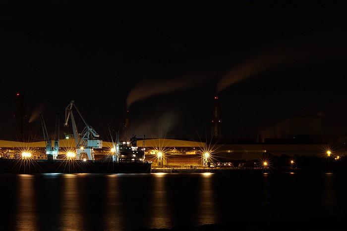 北風が吹き抜ける工業地帯_c0152379_6183467.jpg