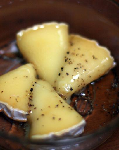 おいしいチーズの食べ方 <カマンベール ジロ編>_c0131054_22524141.jpg