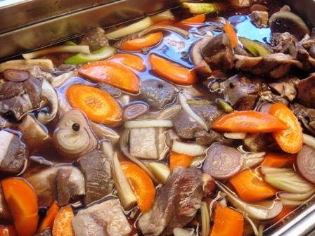 秋の料理13 ジビエ・・・ソース・ポワヴラード 1日目 材料のマリネ_e0019199_1164160.jpg