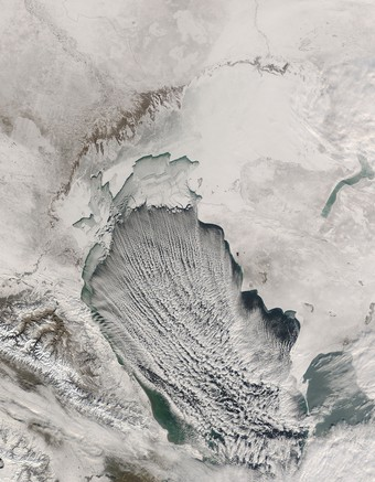★氷結するカスピ海の衛星写真(NASA) ♪⌒ヽ(*゚O゚)ノ!!!_a0028694_13162835.jpg