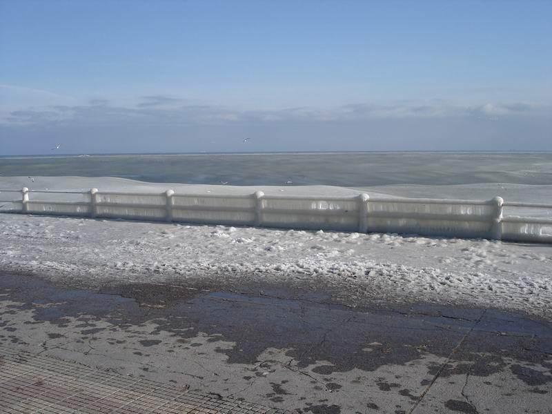 ★写真トリビア⇒南アフリカ ケープタウンの海が凍った!!(゚゚;)_a0028694_15103038.jpg