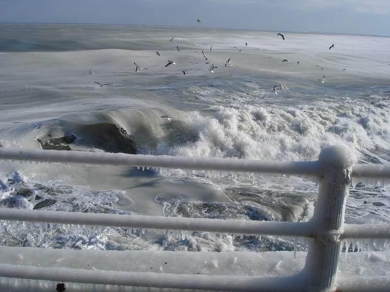 ★写真トリビア⇒南アフリカ ケープタウンの海が凍った!!(゚゚;)_a0028694_15122171.jpg
