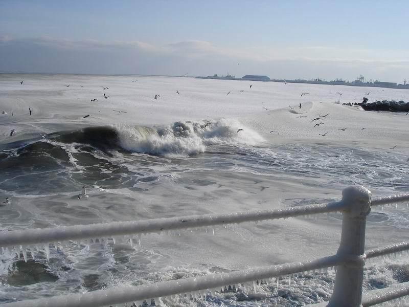 ★写真トリビア⇒南アフリカ ケープタウンの海が凍った!!(゚゚;)_a0028694_15125823.jpg