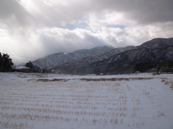 この冬初の雪景色_c0137403_1945146.jpg