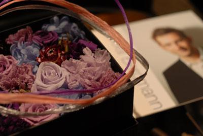花と音楽に囲まれた歯科医院です。Anita Baker,Nicolai Bergmann,microscope,Tokyo_e0004468_9173821.jpg