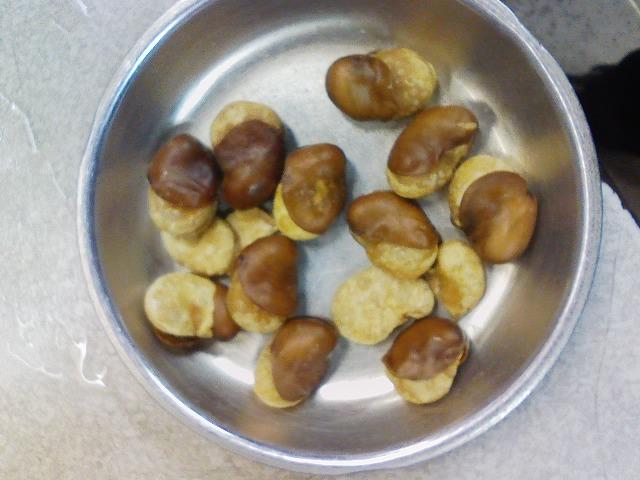 「はじき豆」は立ち呑みの友。三度美味しいのは「そら豆」に似ているなあ。十三は「イマナカ」で。_c0061686_504253.jpg