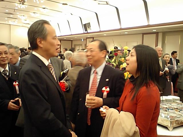 崔天凱大使 新年会参加者と交流の写真その二_d0027795_1643196.jpg