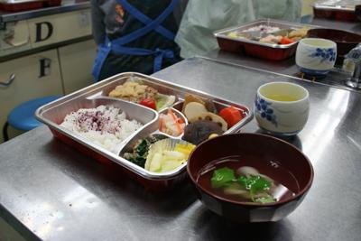 雪  新年会を急きょ、配食サービスに変更。_d0081884_10542955.jpg