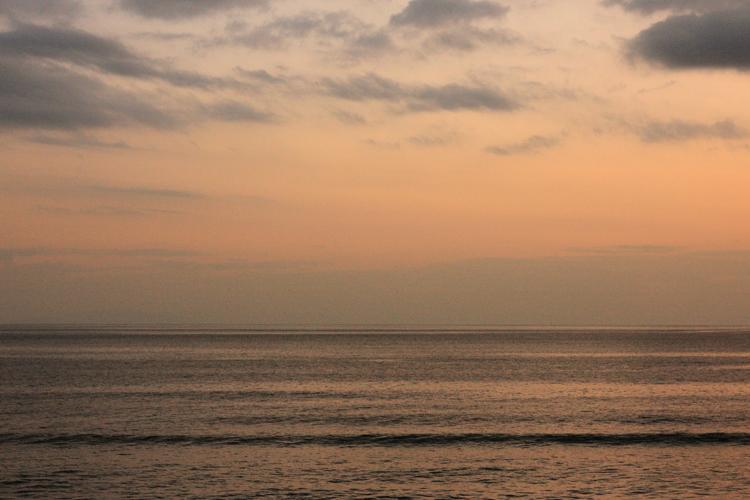 七里ヶ浜の海、朝と夕。_b0022268_20385393.jpg