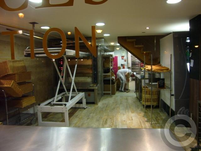 ■街角のパン屋(パリ)_a0014299_383453.jpg
