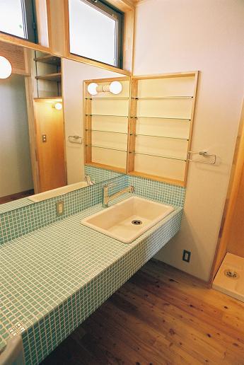 Tさんの家 「とりあえず」完成(2) 洗面室_a0039934_1415480.jpg