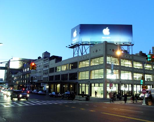マンハッタンに3つめのアップル・ストア登場!_b0007805_11582665.jpg