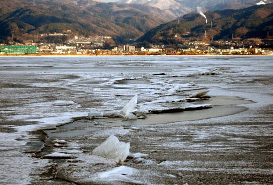 諏訪湖の御神渡り・・・ 2月2日 拝観式_d0109415_18424266.jpg