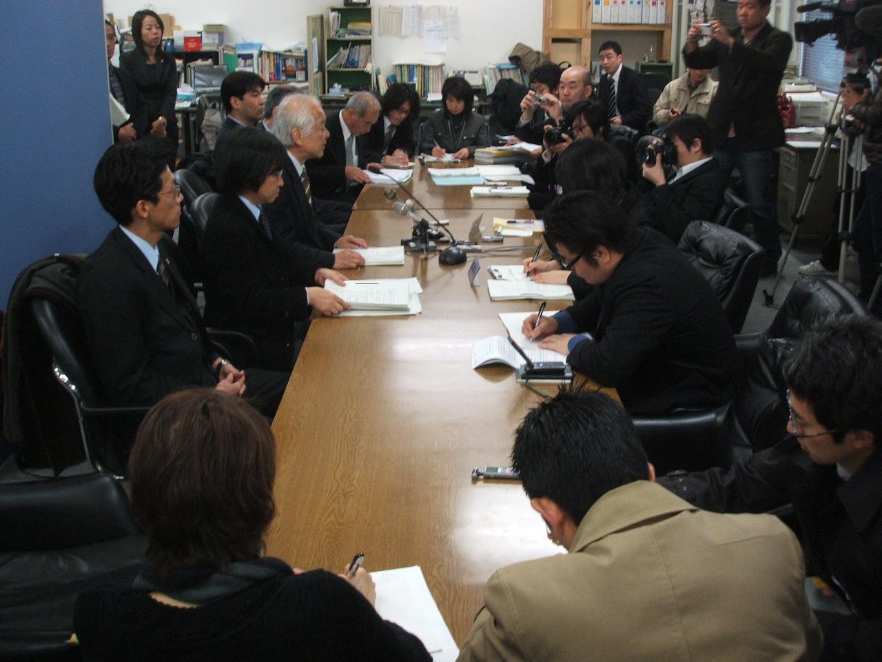 東京レポート1--不当判決_c0052876_0354475.jpg