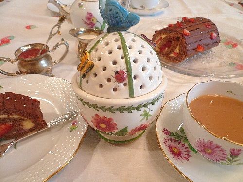 立春のケーキは、バレンタインのチョコレートとカスタードの春のロールケーキ。..。.゚。*・。♡ _a0053662_18174886.jpg