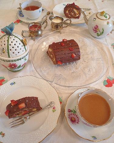 立春のケーキは、バレンタインのチョコレートとカスタードの春のロールケーキ。..。.゚。*・。♡ _a0053662_189797.jpg