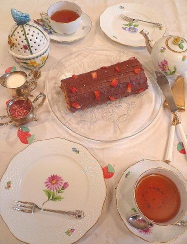 立春のケーキは、バレンタインのチョコレートとカスタードの春のロールケーキ。..。.゚。*・。♡ _a0053662_22394210.jpg