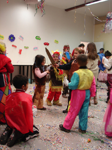 公民館でカーニバルのパーティ_f0106597_4494031.jpg