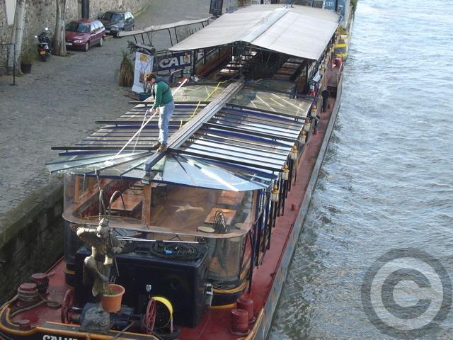 ■セーヌに浮かぶ船(パリ)_a0008105_2011972.jpg