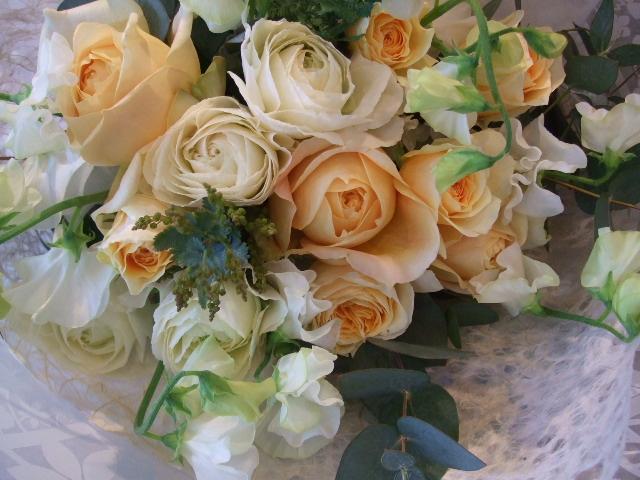 バラと大輪ラナンキュラスの花束_f0049672_13531455.jpg