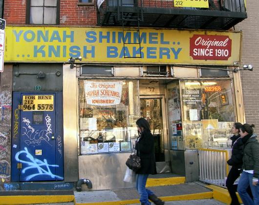 クニッシュの美味しいお店 Yonah Schimmel Knish Bakery_b0007805_2216344.jpg