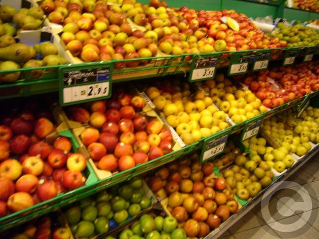 ■街角の果物(サンジェルマン界隈)_c0100025_0422354.jpg
