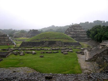 メキシコ4 エルタヒン遺跡_e0048413_21505146.jpg