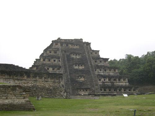 メキシコ4 エルタヒン遺跡_e0048413_2151614.jpg