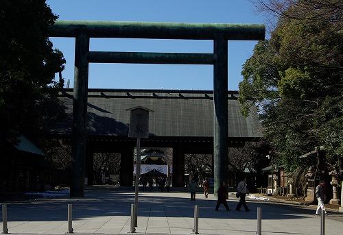 靖国神社の白い鳩_b0019313_1872163.jpg
