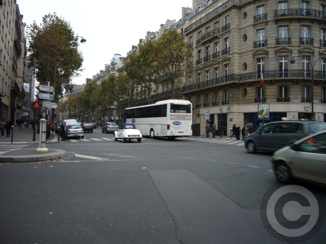 ■街角の車(パリ)_e0101749_5543740.jpg