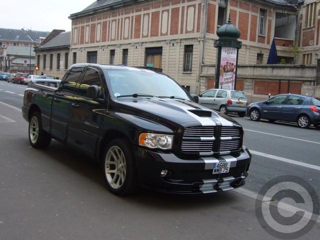 ■街角の車(パリ)_e0101749_5551835.jpg