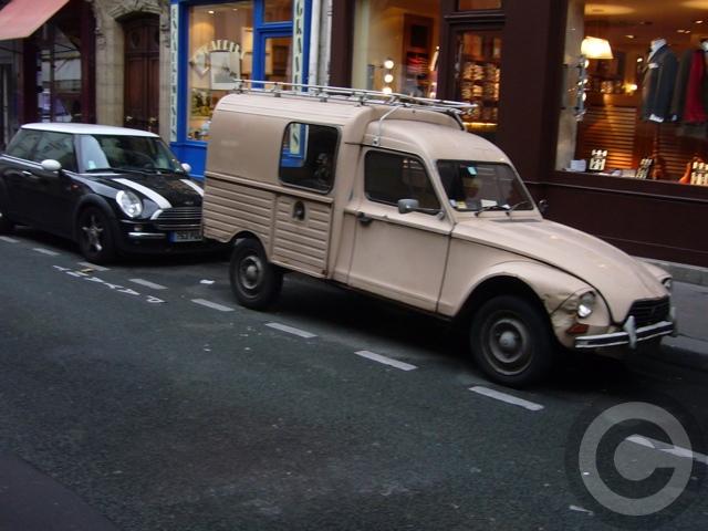 ■街角の車(パリ)_e0101749_5561442.jpg