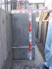 1階はコンクリートの箱_d0031378_14575022.jpg
