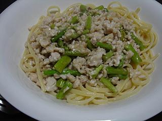 鶏ひき肉とアスパラのクリームソーススパゲティ_c0025217_1350103.jpg
