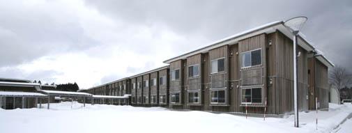 地吹雪の中の国際教養大学宿舎_e0054299_728125.jpg