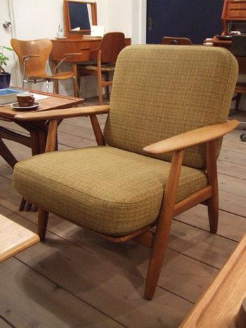 easy chair (Hans J.Wegner)_c0139773_22153496.jpg
