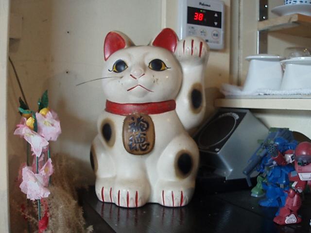 ブログネタに尽きないが、お客は尽きているカフェ事情_c0010936_13583497.jpg