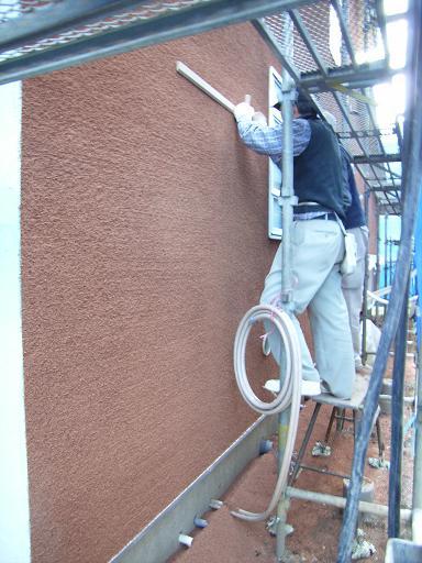 Yさんのいえ 外壁左官工事仕上げ開始 2008/2/21_a0039934_1932077.jpg