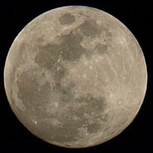 本当の月の色は・・・?_b0006870_0265846.jpg