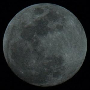 本当の月の色は・・・?_b0006870_0312849.jpg