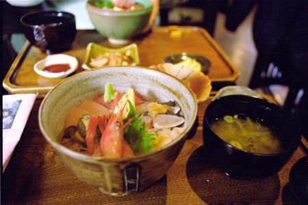 bowl of rice topped with sashimi_f0114339_19481831.jpg