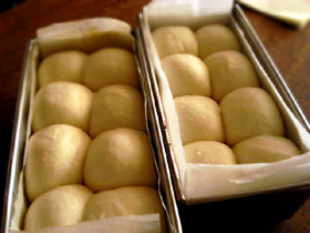 シンプル食パン生地で、丸パンとミニ食_c0110869_8415129.jpg
