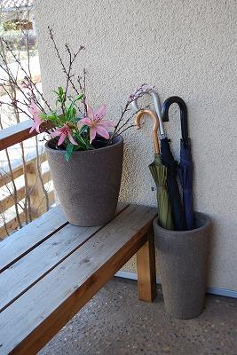これ、どちらも植木鉢です_c0124100_15431047.jpg